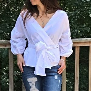 Tops - ✨LAST ONE ✨White wrap top